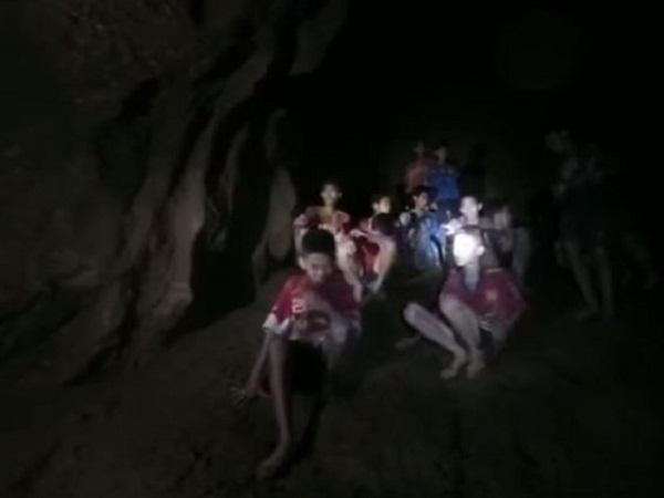 Tỉnh trưởng tỉnh Chiang Rai, ông Narongsak Osottanakorn cho biết cả 13 người đều an toàn