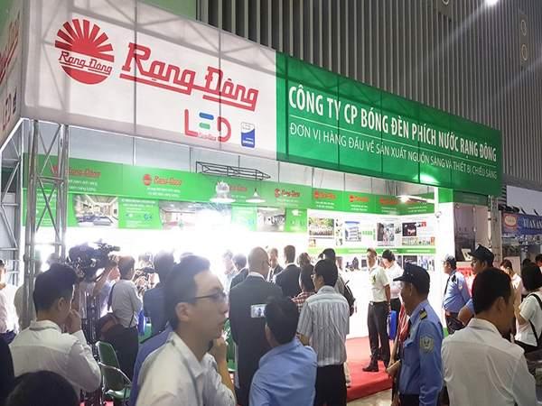 Nhiều thiết bị chiếu sáng tiết kiệm điện của thương hiệu Rạng Đông được giới thiệu