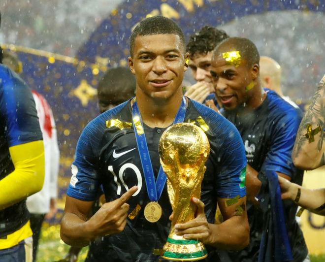 """Mbappe vượt bậc Messi tranh giải """"Cậu bé vàng"""""""
