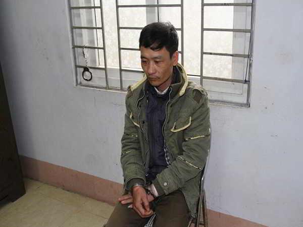 Bé trai 4 tuổi bị người đàn ông cầm dao chém tử vong