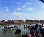 Ô tô lao xuống sông khiến gia đình 3 người thiệt mạng