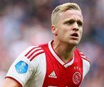 Tin bóng đá 13/8: Van de Beek hối thúc chuyển đến Real Madrid