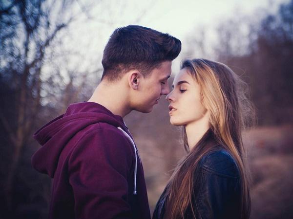 Nằm mơ thấy mình hôn ai đó là điềm gì? Đánh lô đề con nào?
