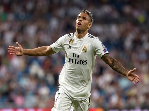 Tiền đạo Real Madrid dương tính với virus corona